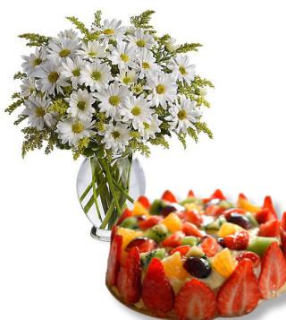 bouquet-di-margherite-con-torta-alla-frutta