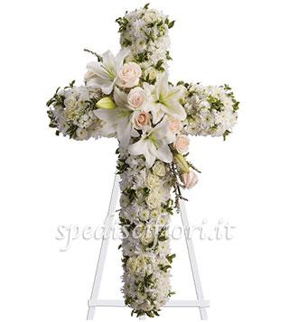 croce-funebre-con-gigli-e-rose-bianche