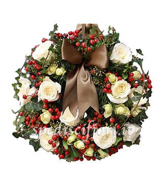 ghirlanda-natalizia-con-rose-bianche