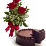 tre-rose-rosse-con-torta-al-cioccolato